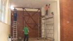 Prve muke i problemi! Desno zid od šuplje opeke, a i kod prve konstrukcije smo skoro odustali od dvorane jer su u podu bile cijevi od klime koje smo na milimetar preskočili i zaštitili:)